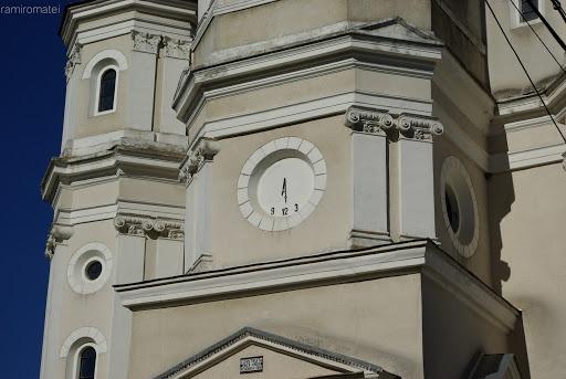 Biserica ortodoxa din comuna Sant - ceasul solar