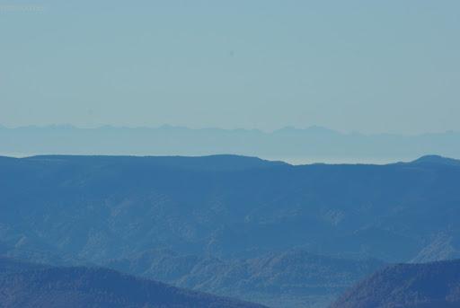Creasta Fagarasilor vazuta din Rodnei (aprox 200 km distanta)