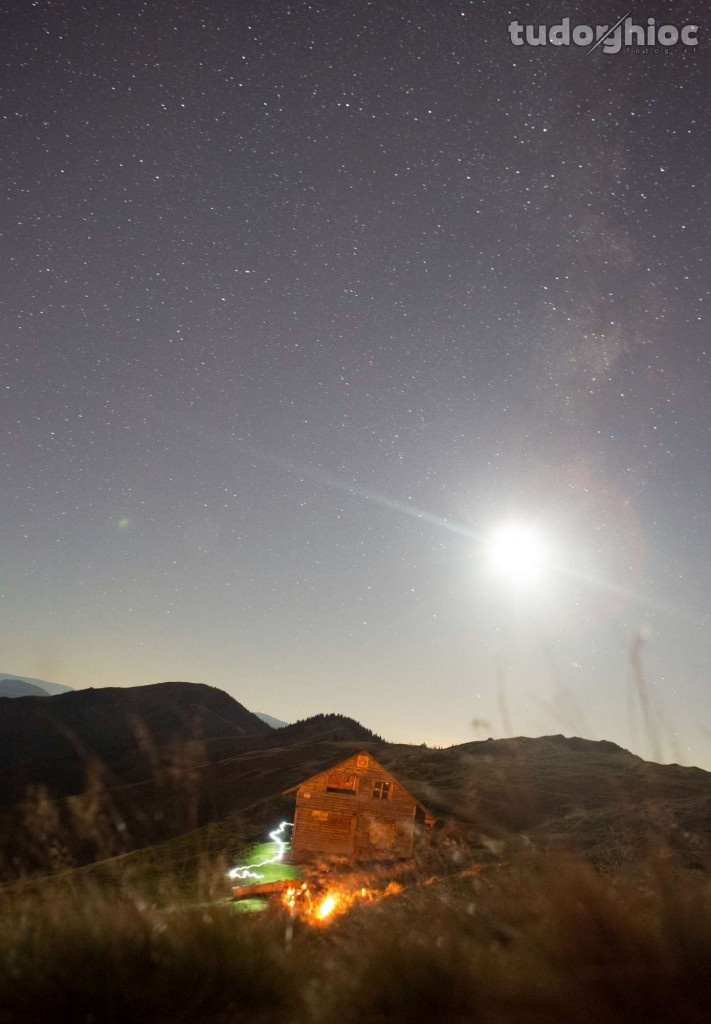 Feerie nocturna cu luna plina si refugiu