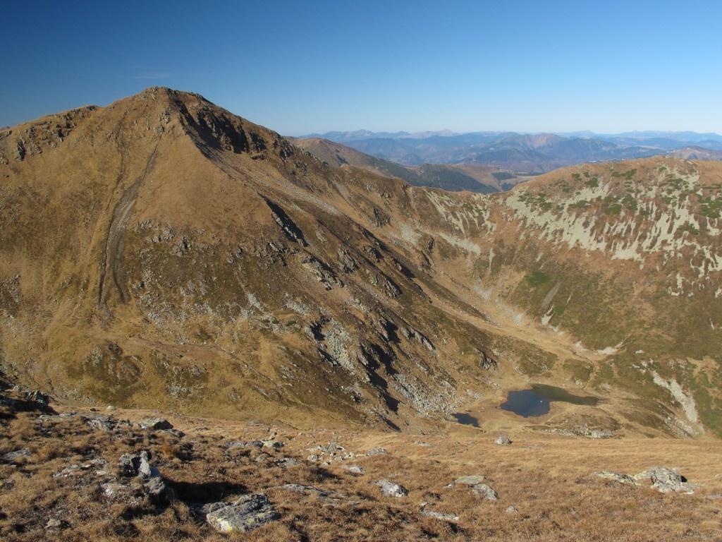Vf Ineu 2 279m, muntii Maramuresului si Carpatii Ucrainei vazuti de pe Ineut